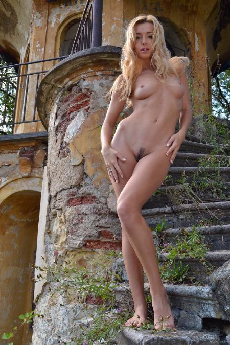 EroticBeauty: Miniki - Presenting 1