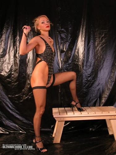 Female domination, change of roles
